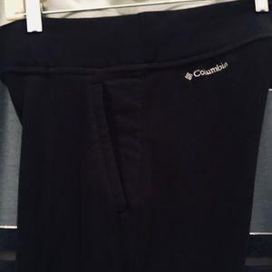 Women's Fleece Columbia black pants.